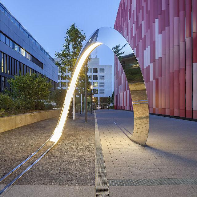 Der Loop vor dem Centrum für Integrierte Onkologie der Uniklinik Köln.