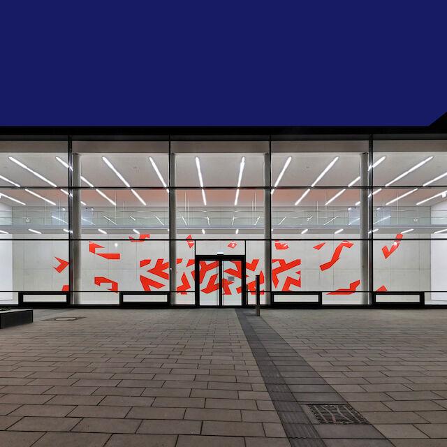 """Ein Beispiel für Kunst und Bau: das Kunstwerk """"Tangram of fire"""" an der Hauptfeuer- und Rettungswache Krefeld."""