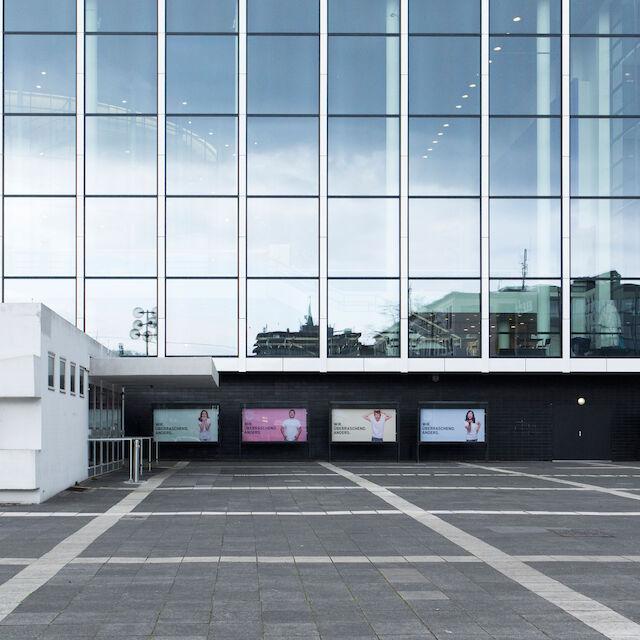 """Schauplatz der Ausstellung """"70 Jahre Kunst am Bau in Deutschland"""": das Musiktheater im Revier in Gelsenkirchen."""